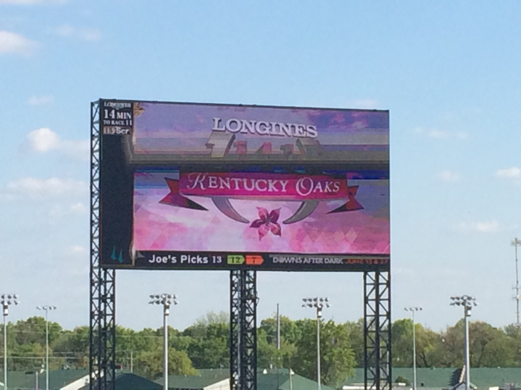 Kentucky Oaks 2015: Lovely Maria Goes the Distance.  Fillies and Lilies !